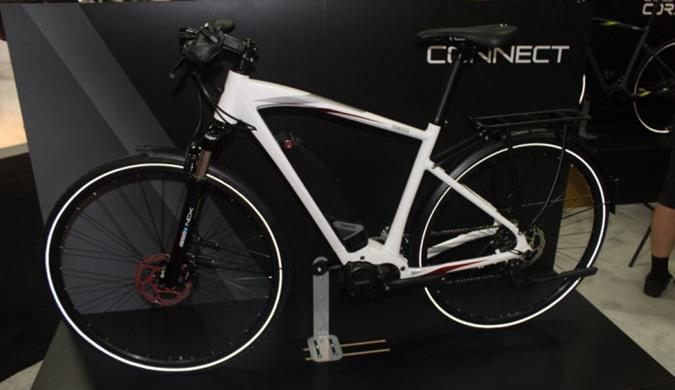 雅马哈发动机株式会社展示全新电动自行车