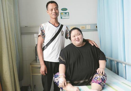 """276斤""""超重量级""""孕妇产子 医生站板凳上接生"""