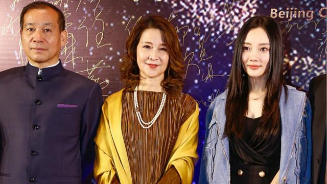 李小璐与母亲同框好似一对姐妹