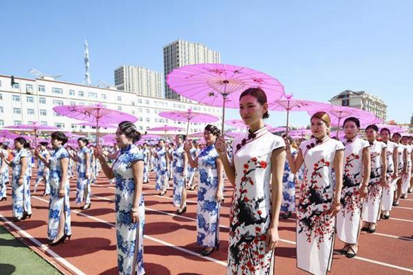 吉林:5599人同穿旗袍打破世界纪录
