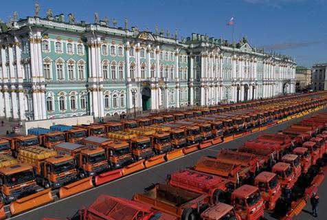 俄冬季服务车辆大集合 整齐划一超壮观