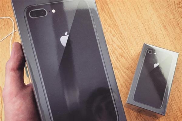 你的收到了吗?国外网友抢先晒首批iPhone 8