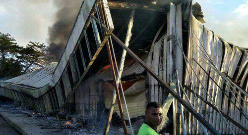 巴布亚新几内亚一华侨超市起火,10名华侨下落不明