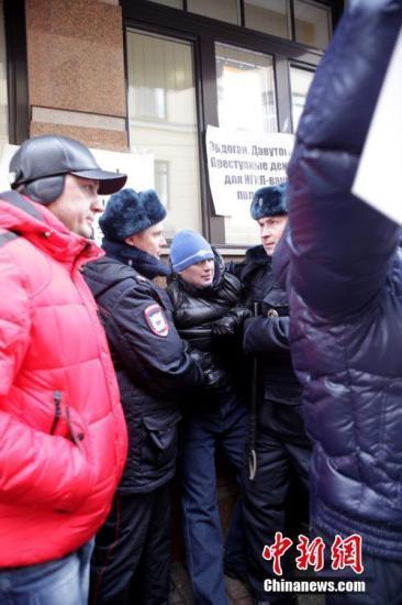 俄南部一警察哨所遭不明人士枪击 致3名警员受伤