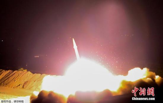 外媒:伊朗展示射程2000公里的多弹头弹道导弹