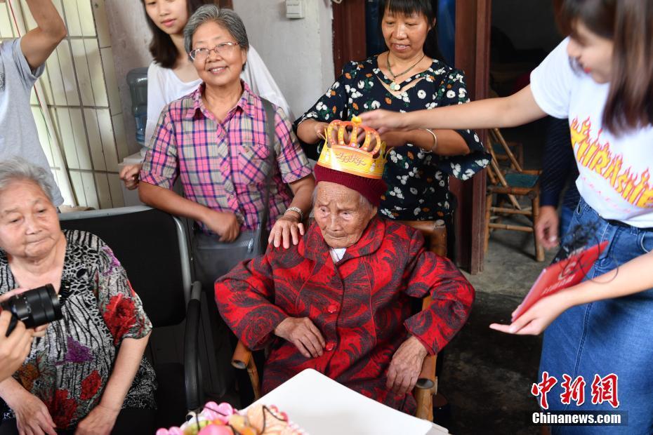 成都最年长老人迎来117岁生日 子孙已超百人