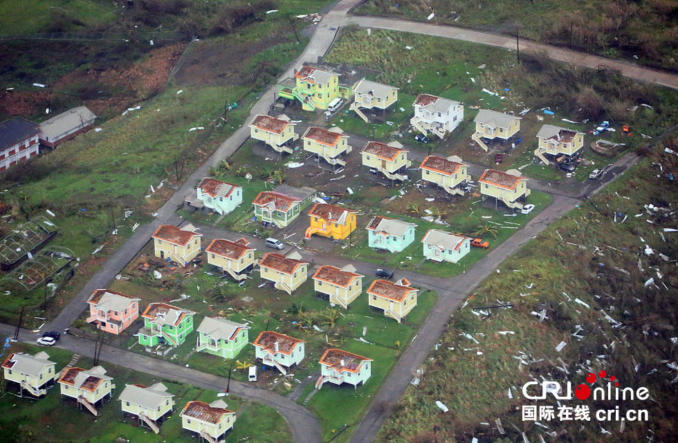 航拍多米尼加飓风灾区 房屋遭掀盖