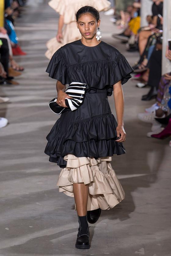 纽约和伦敦时装周上多了一个中国名字 他叫京东