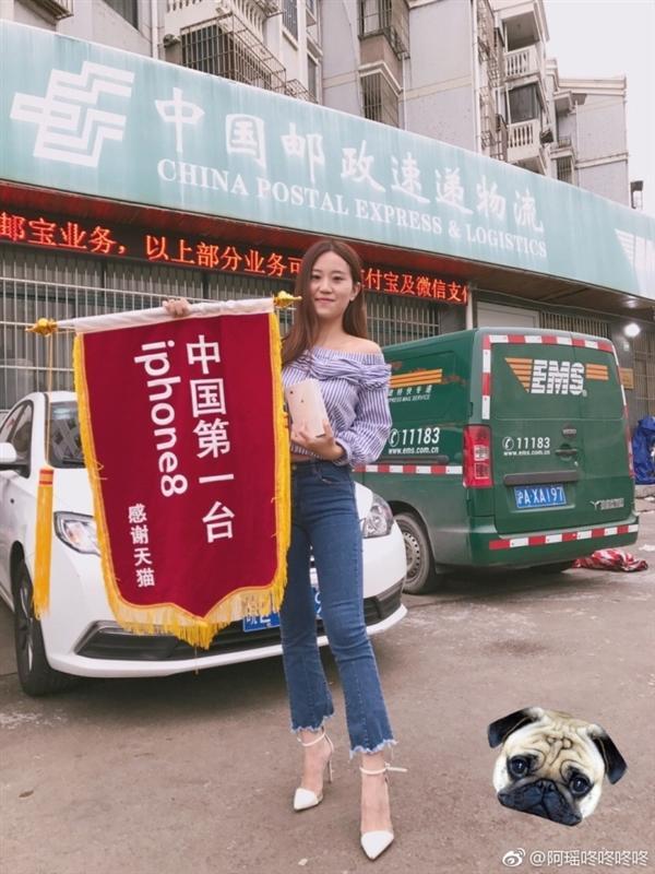 全中国第一台iPhone8用户诞生!是位漂亮小姐姐