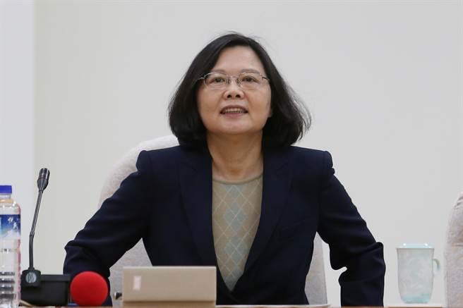 台作家:民进党若认为大陆昏庸可欺 恐带台湾入绝境