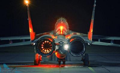 米格29地面开启发动机场面科幻