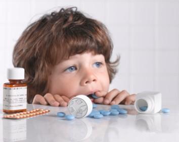 儿童药物中毒八成误服