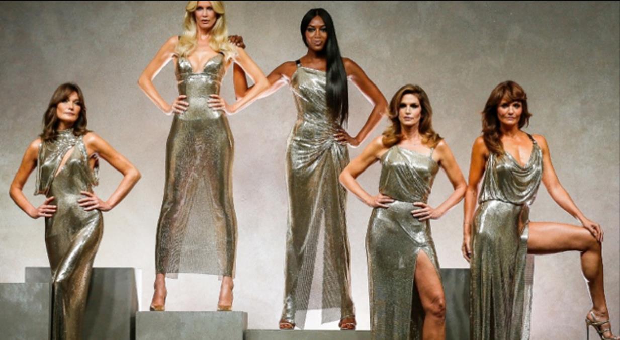 传奇超模们26年后为Versace合体 致敬经典风格永存