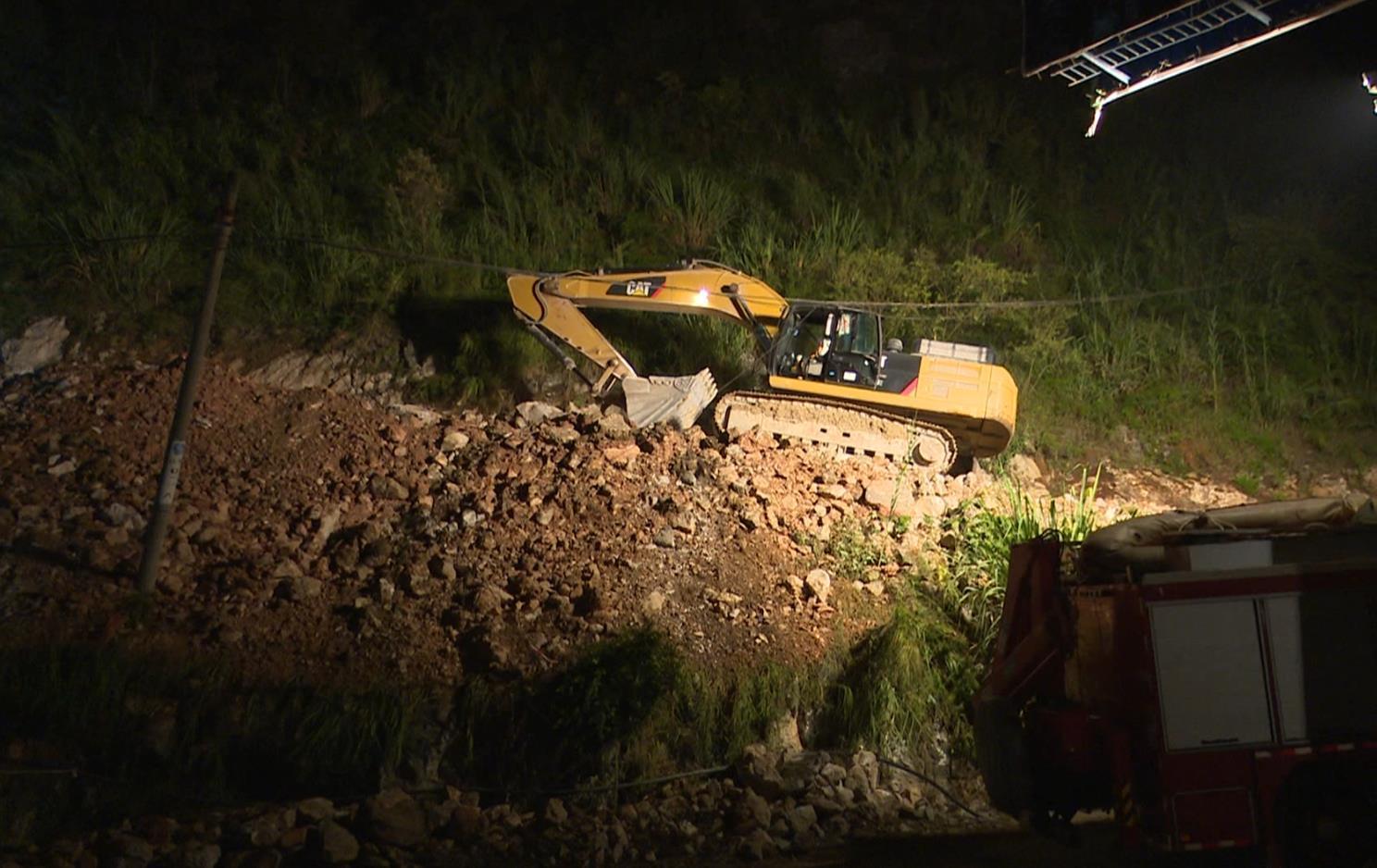 贵州三荔高速施工现场山体滑坡 已致3死3人失踪