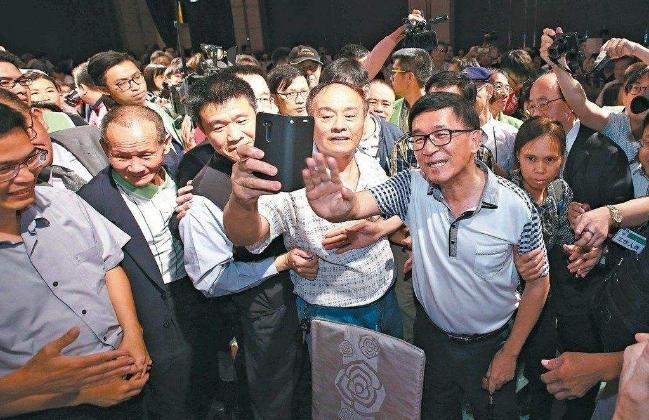 绿营人士:陈水扁若出席党代会即与蔡正面对决