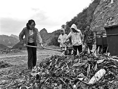 海归女硕士进村做垃圾分类试验 教村民垃圾分类