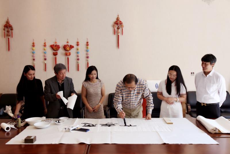 中英画家在伦敦举行书画交流