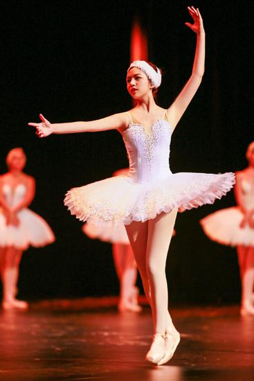 """《我们来了2》陈妍希雪场""""自伤"""" 完成芭蕾挑战"""