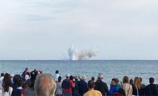 意大利台风战斗机表演时出事 直接撞向海面