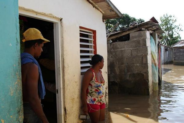 """多米尼加遭飓风""""玛莉亚""""袭击 街道一片汪洋"""