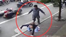路怒症再现!男司机酒驾当街暴踩摩托车女司机