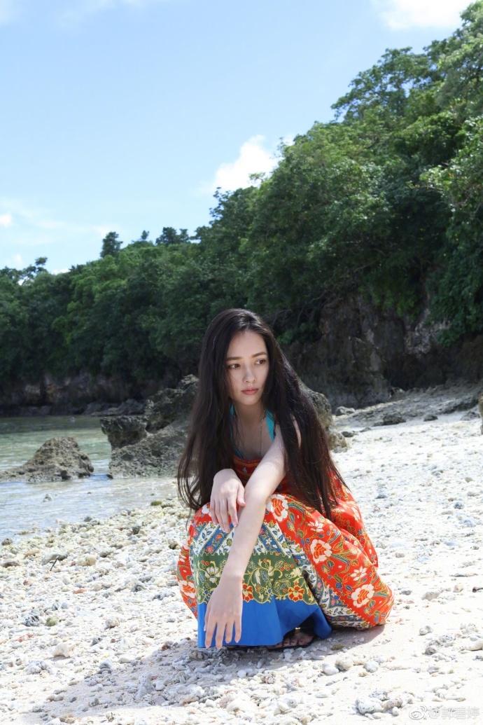 郭碧婷晒沙滩美照 泳衣若隐若现超吸睛