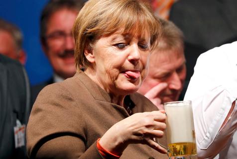 """政坛""""女酒霸""""默克尔:德国啤酒最佳代言人"""