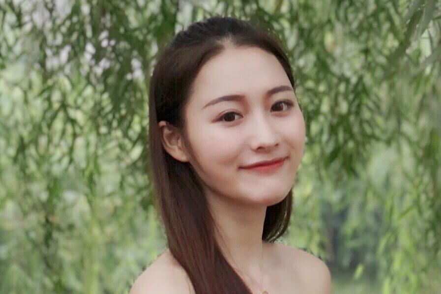 """华南师范""""校园女神""""晒照 追逐梦想热心公益"""