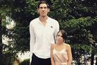 篮球运动员和妻子秀恩爱