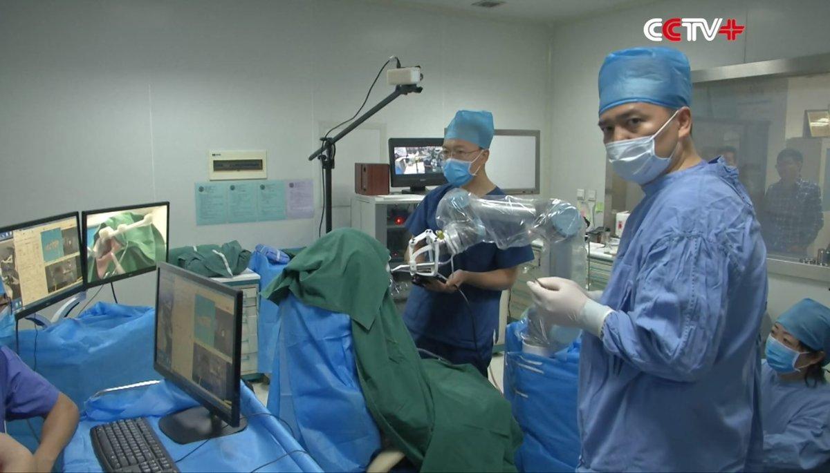 全国首例!西安女子接受机器人牙科手术