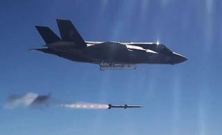 美军F-35B首次发射AIM-120超视距空空导弹