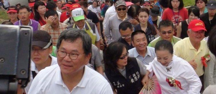 """台女县长就性骚扰案喊话民进党""""立委"""":能不能像个男人"""
