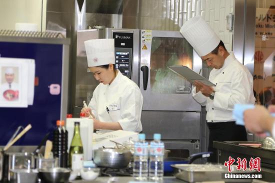 """日本迎""""和食热"""" 日料专业中国留学生大增"""