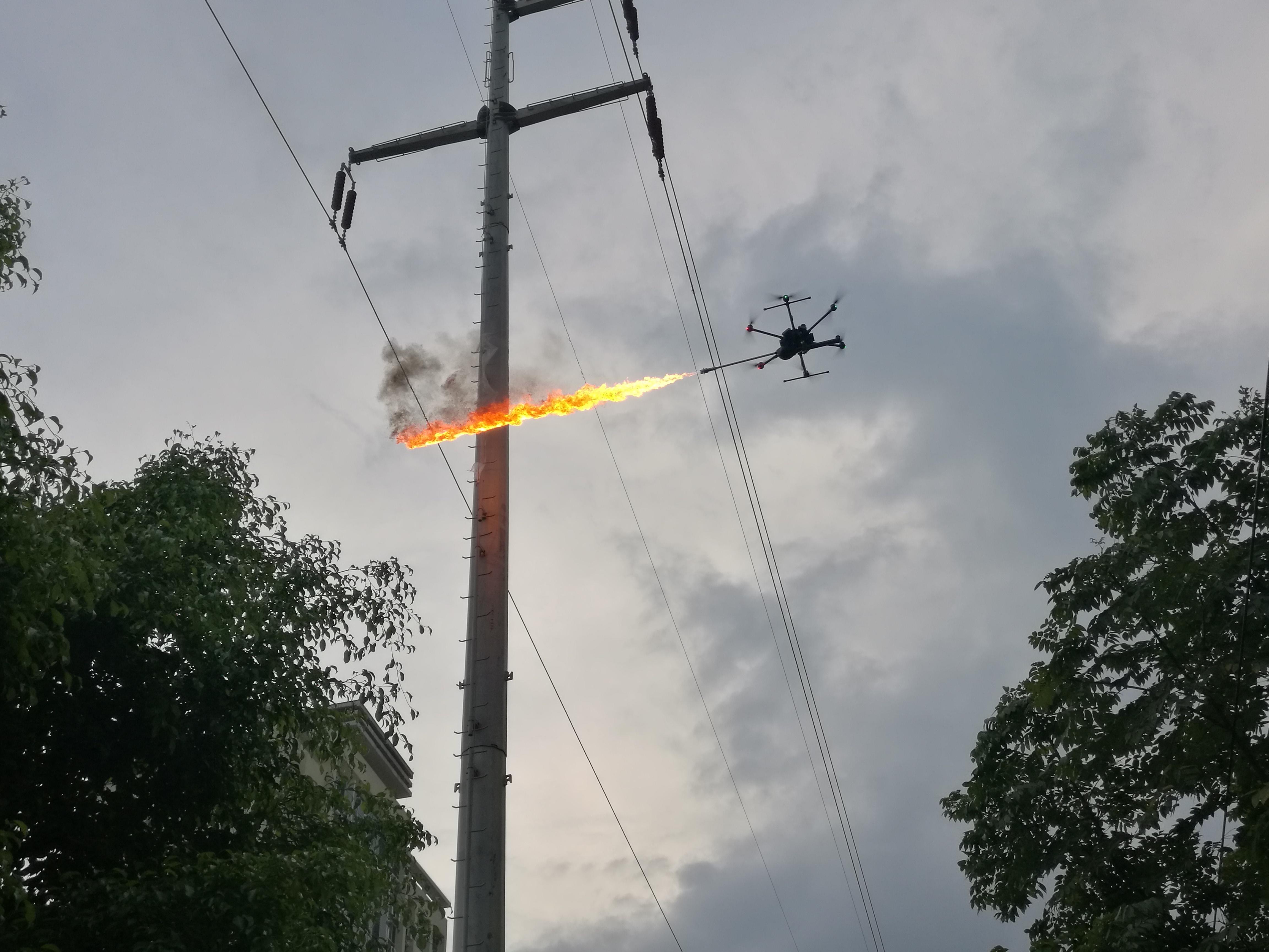 百色供电局喷火无人机顺利投入生产使用