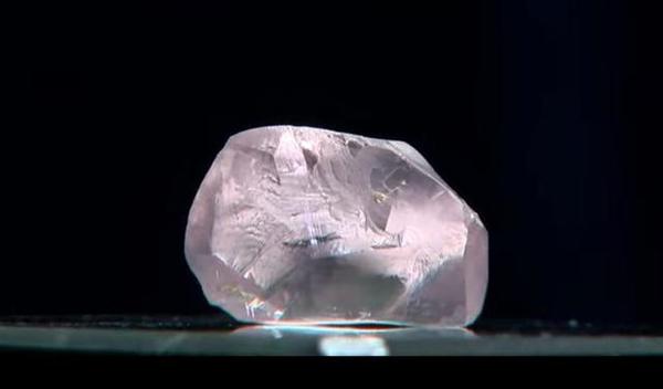 俄罗斯发现超级巨大粉红色钻石:价值至少亿元