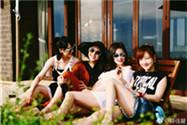 薛佳凝与闺蜜团海边度假