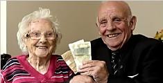 英国男子第一份薪水交给妈妈 被完好保存62年