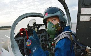 中国空军飞行员单飞训练很自信
