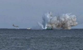 意大利台风战机坠海水柱冲天
