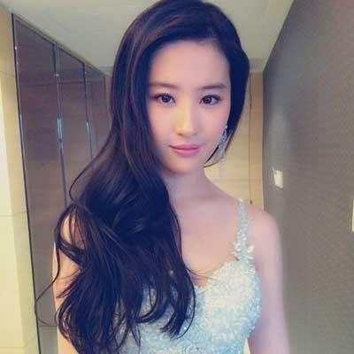 刘亦菲说自己是全家长得最丑的, 你们信吗,反正我是信了!