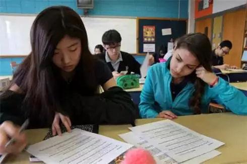 半数小留学生会感到焦虑 如何尽快适应留学生活