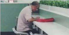 72岁老人自学高数 蹲守大学食堂向学生请教