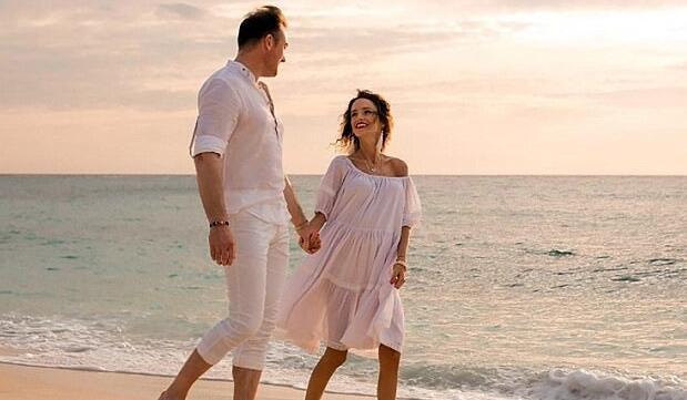 英国男子与患癌妻子周游世界