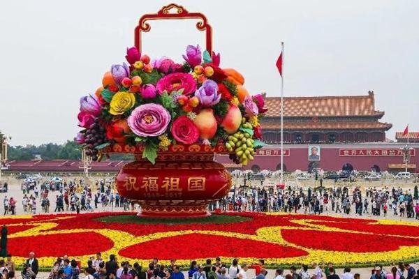 广场大全景再现,国庆花坛扮靓京城