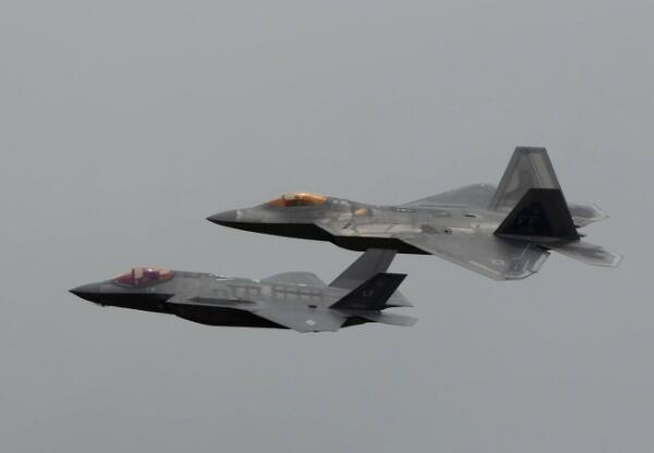 韩高官:美军或在半岛循环部署F22和F35B战机