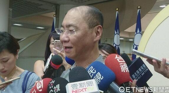 台北市议员凌晨坠楼身亡 开议前一天吞70多颗安眠药