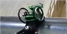 励志!不信命运 英截瘫女孩轮椅上挑战后空翻