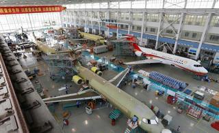 6架国产ARJ21飞机同时总装