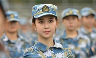 南京艺术学院新生军训颜值刷爆