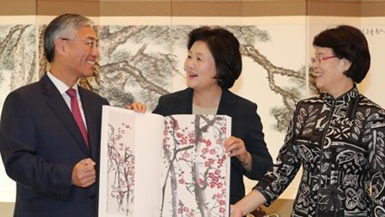 韩媒:韩国总统夫人获赠齐白石全集